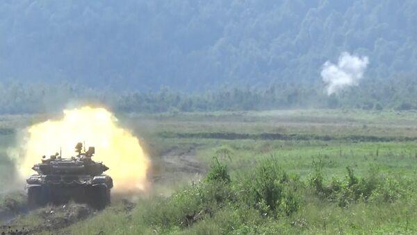 Экипаж Арматы стрелял по целям во время внезапной проверки войск - Sputnik Таджикистан