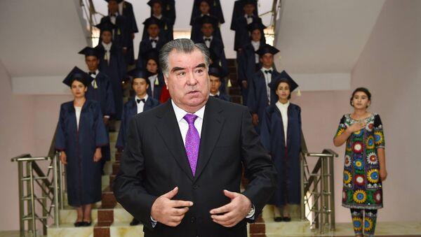 Эмомали Рахмон по время выступления на открытии Государственного университета в Дангаре 1 сентября 2016 года - Sputnik Таджикистан