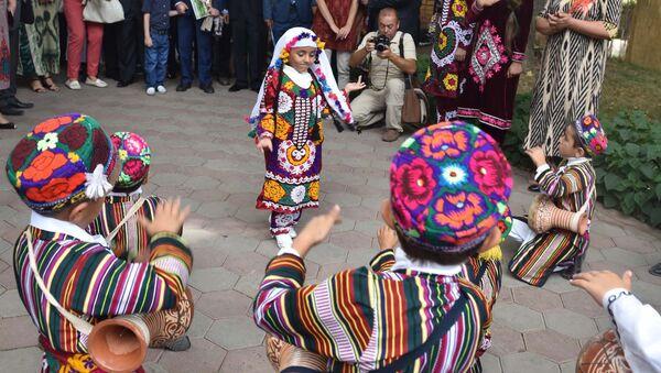 Фестиваль Шелкового пути Рангоранг прошел - Sputnik Таджикистан