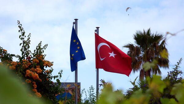 Флаги Турции и Евросоюза, архивное фото - Sputnik Таджикистан