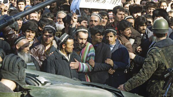 События 10-17 февраля 1990 года в Душанбе. В городе объявлено военное положение. - Sputnik Таджикистан