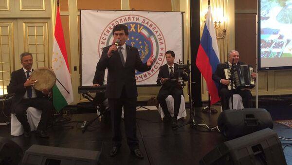 Авзалшо Шодиев выступает на торжественном приеме в честь 25-летия Независимости Республики Таджикистан в отеле Ритц-Карлтон - Sputnik Тоҷикистон