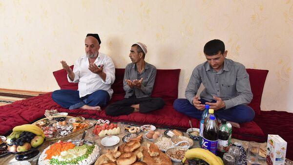 Празднование Иди Курбон в Душанбе - Sputnik Таджикистан