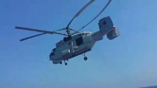Вертолеты Ка-27 и Z-9C барражировали над морем на российско-китайских учениях - Sputnik Таджикистан