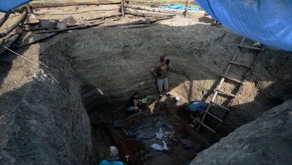 Архивное фото археологических раскопок - Sputnik Таджикистан