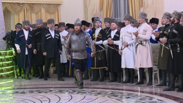 Кадыров в доспехах пришел на праздник Дня чеченской женщины - Sputnik Таджикистан