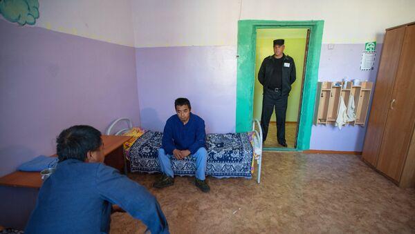 Спецприемник для нелегальных мигрантов, архивное фото - Sputnik Таджикистан