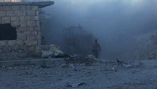 Минометный обстрел боевиков по позициям сирийской армии в лагере Хандарат на северо-востоке Алеппо, архивное фото - Sputnik Таджикистан