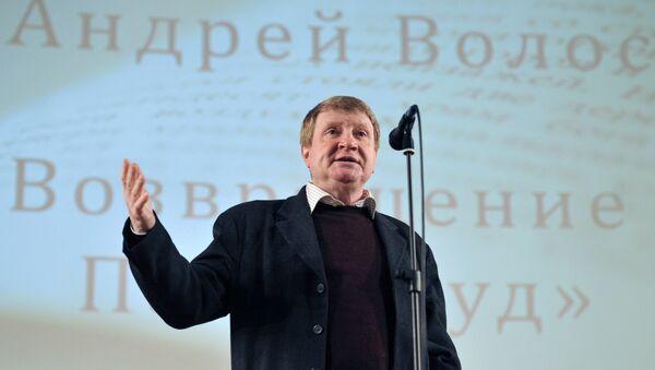 Нависанда Андрей Волос. Акс аз бойгонӣ - Sputnik Тоҷикистон