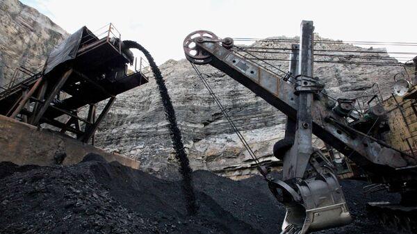 Добыча угля, архивное фото - Sputnik Тоҷикистон