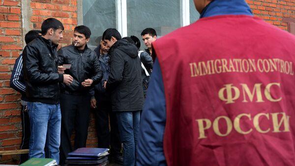 Рейд ФМС по выявлению нелегальных мигрантов в Москве, архивное фото - Sputnik Таджикистан