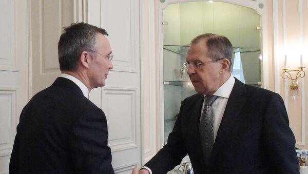 Министр иностранных дел РФ Сергей Лавров и генеральный секретарь НАТО Йенс Столтенберг, архивное фото - Sputnik Таджикистан