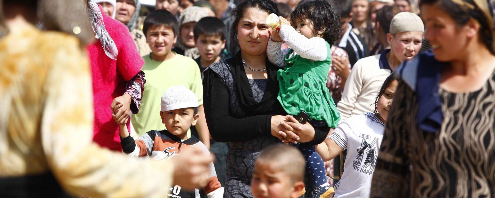 Женщины и дети, архивное фото - Sputnik Таджикистан, 1920, 28.06.2021