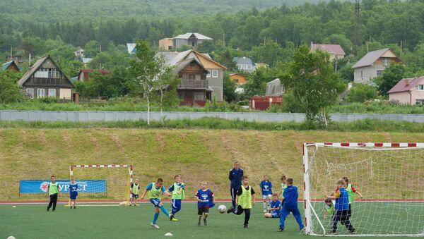 Дети играют в футбол, архивное фото - Sputnik Тоҷикистон