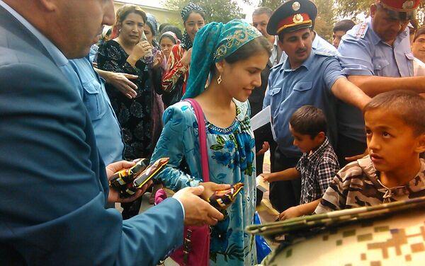 Жители Куляба на мероприятии, организованном МВД Таджикистана - Sputnik Таджикистан