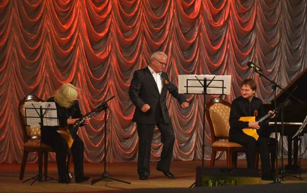 Творческий вечер народного артиста России С.П.Никоненко в Душанбе - Sputnik Таджикистан