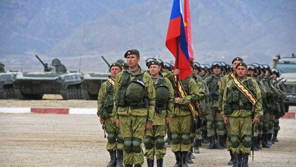 Военнослужащие на военной базе, архивное фото - Sputnik Таджикистан