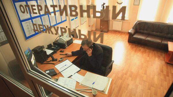 Работа оперативного дежурного МЧС, архивное фото - Sputnik Таджикистан