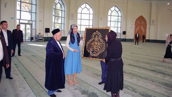 Татьяна и Лола Каримовы посетили мечеть Минор - Sputnik Таджикистан