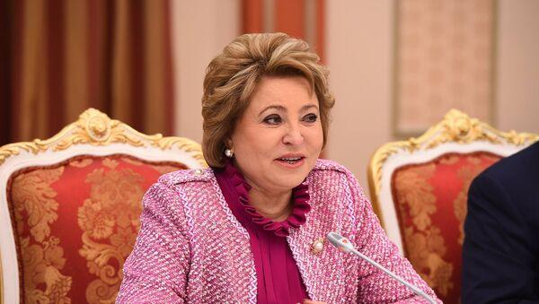 Валентина Матвиенко во время выступления на форуме в Душанбе - Sputnik Таджикистан