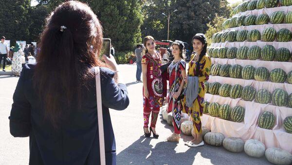 Жительницы Душанбе, архивное фото - Sputnik Таджикистан