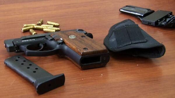 Пистолет с патронами, архивное фото - Sputnik Таджикистан