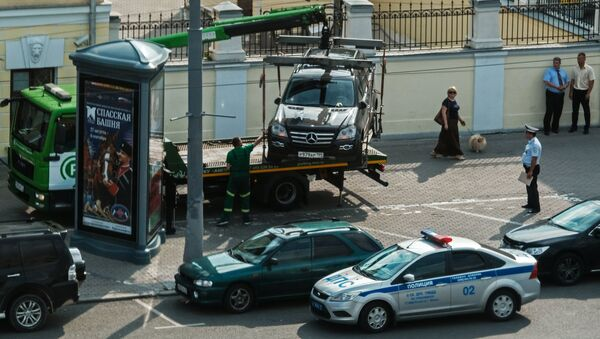 Эвакуация неправильно припаркованных автомобилей - Sputnik Таджикистан