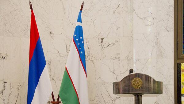 Флаги России и Узбекистана, архивное фото - Sputnik Таджикистан