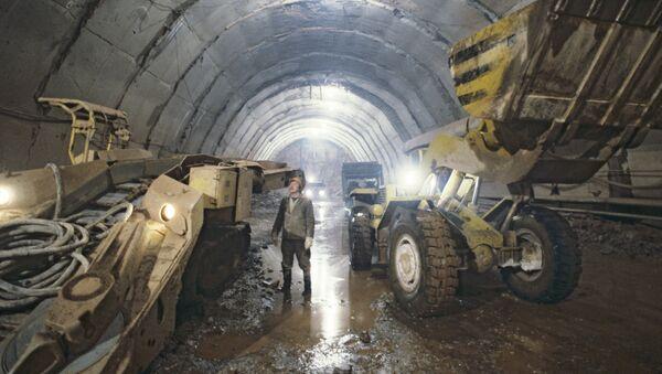 Строительство тоннеля на Рогунской ГЭС, архивное фото - Sputnik Тоҷикистон