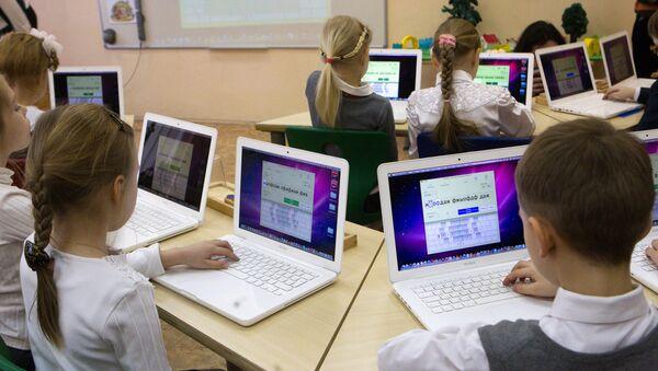 Уроки в школах, архивное фото - Sputnik Тоҷикистон