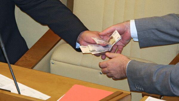 Передача денег, архивное фото - Sputnik Таджикистан