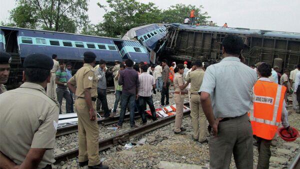 Крушение поезда в Индии - Sputnik Таджикистан