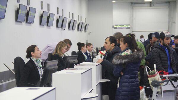 Пассажиры регистрируются на рейс Москва - Худжанд - Sputnik Таджикистан