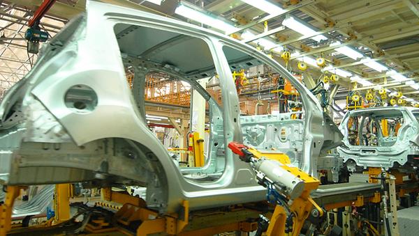 Производство автомобиля на заводе, архивное фото - Sputnik Таджикистан