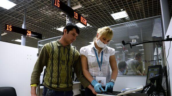 Процедура дактилоскопии, архивное фото - Sputnik Таджикистан