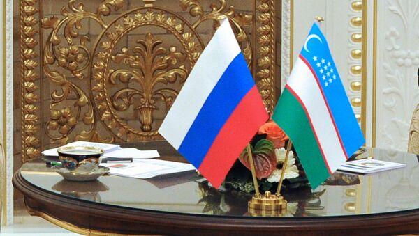 Государственные флаги России и Узбекистана - Sputnik Таджикистан