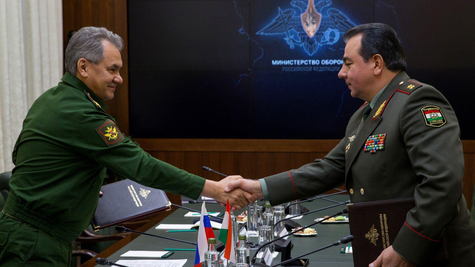 Министры обороны РФ и Таджикистана подписали план сотрудничества на 2017 год - Sputnik Тоҷикистон, 1920, 24.07.2021