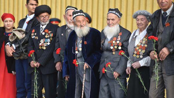 В Душанбе прошел митинг к 75-летию битвы под Москвой - Sputnik Таджикистан