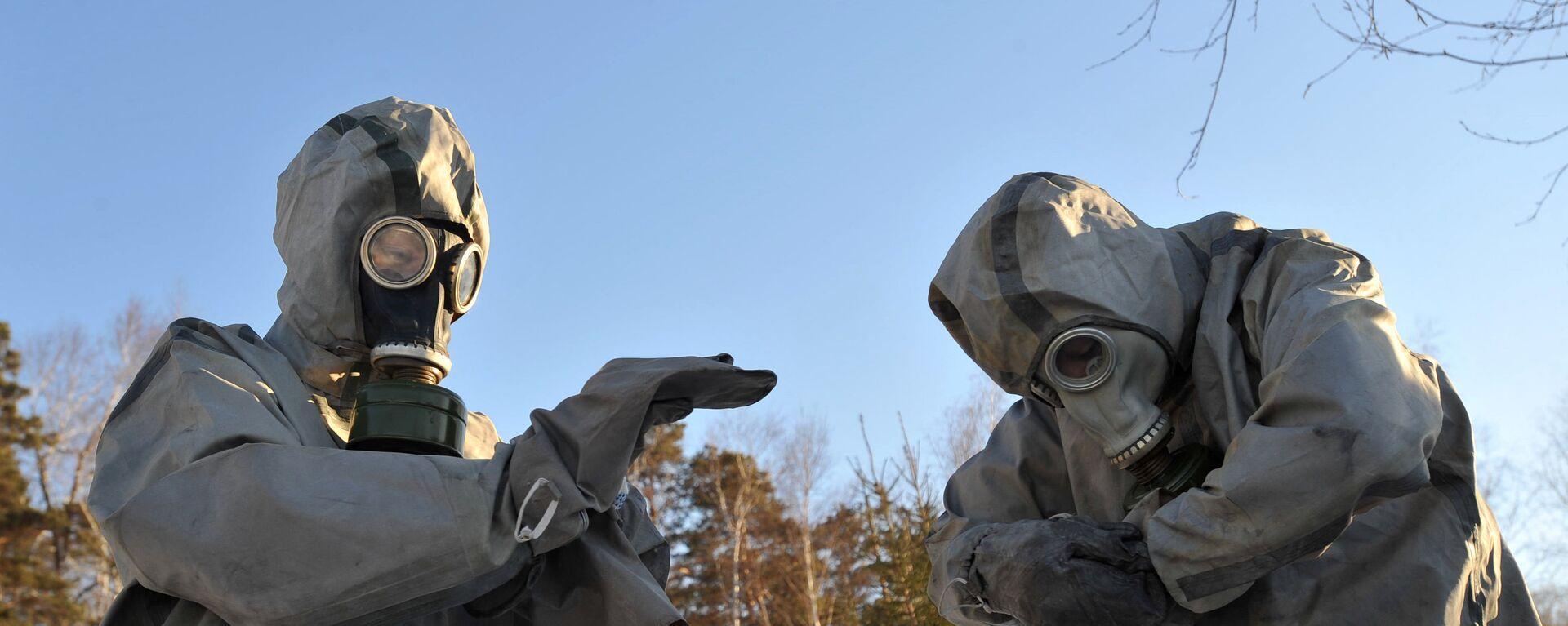 Спасатели в костюмах радиационной защиты, архивное фото - Sputnik Таджикистан, 1920, 27.01.2021
