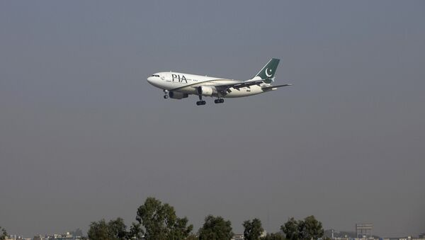 Самолет авиакомпании Pakistan International Airlines, архивное фото - Sputnik Таджикистан