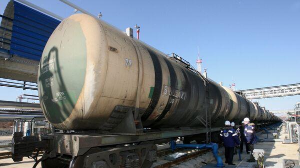 Цистерна с нефтью, архивное фото - Sputnik Тоҷикистон