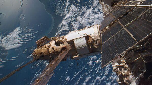 Модуль Спектр, пристыкованный к орбитальной станции Мир - Sputnik Таджикистан