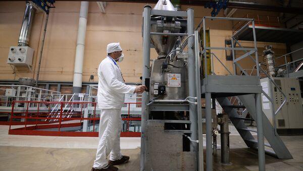 На химическом заводе, архивное фото - Sputnik Таджикистан