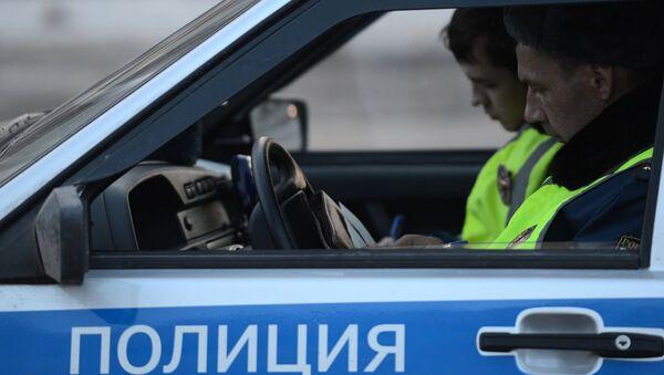 Сотрудники дорожно-патрульной службы ГИБДД, архивное фото - Sputnik Таджикистан