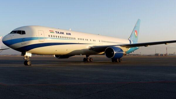 Самолет авиакомпании Таджик Эйр, архивное фото - Sputnik Таджикистан