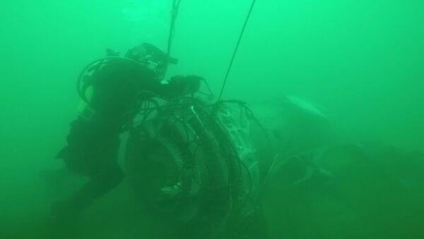 Работа водолазов МЧС РФ по поиску под водой и подъему фрагментов Ту-154 - Sputnik Таджикистан