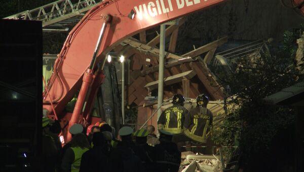 Разбор завалов на месте обрушившегося дома на юго-западе Рима - Sputnik Таджикистан