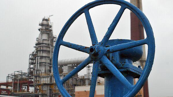 Нефтеперерабатывающий завод, архивное фото - Sputnik Таджикистан