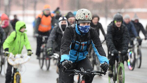 Зимний велопарад в Москве, архивное фото - Sputnik Таджикистан