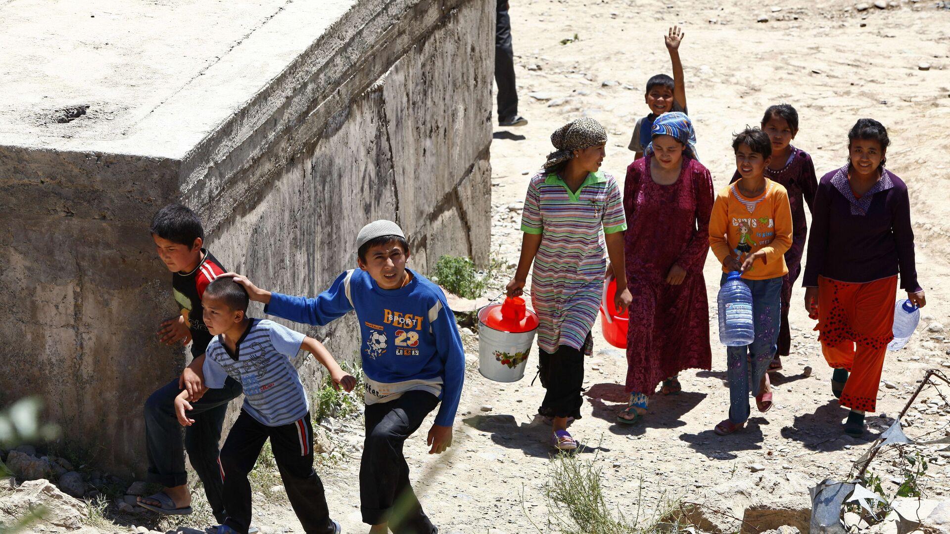 Узбекские беженцы - Sputnik Таджикистан, 1920, 07.07.2021